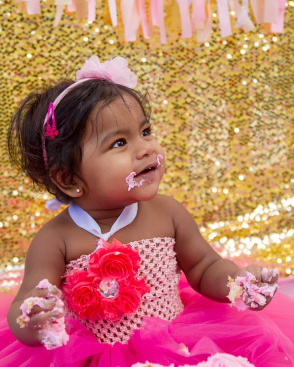 1 Year Cake Smash Session For An Adorable Girl in Pink & Gold