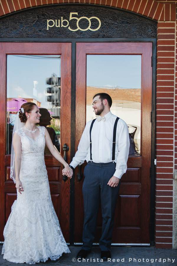 bride and groom outside the 500 pub in mankato