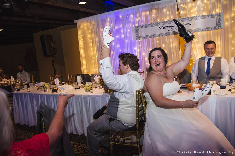 coupe plays the shoe game in chanhassen wedding